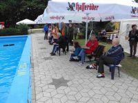 Es wurde fleißig gezählt und zum Teil auch mit den Schwimmern mitgelitten. Das Wetter war leider sehr durchwachsen